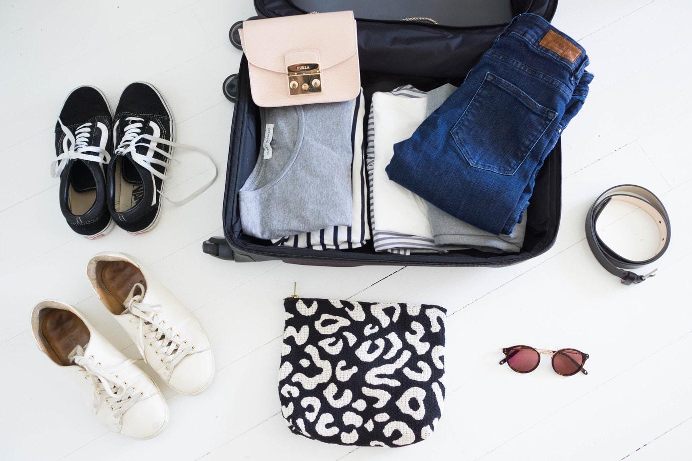 7e0d57bf53 Pas facile de faire une valise idéale pour les vacances ! Si j'aime  voyager, j'ai toujours détesté faire mes bagages ! Allez savoir pourquoi,  cela m'a ...