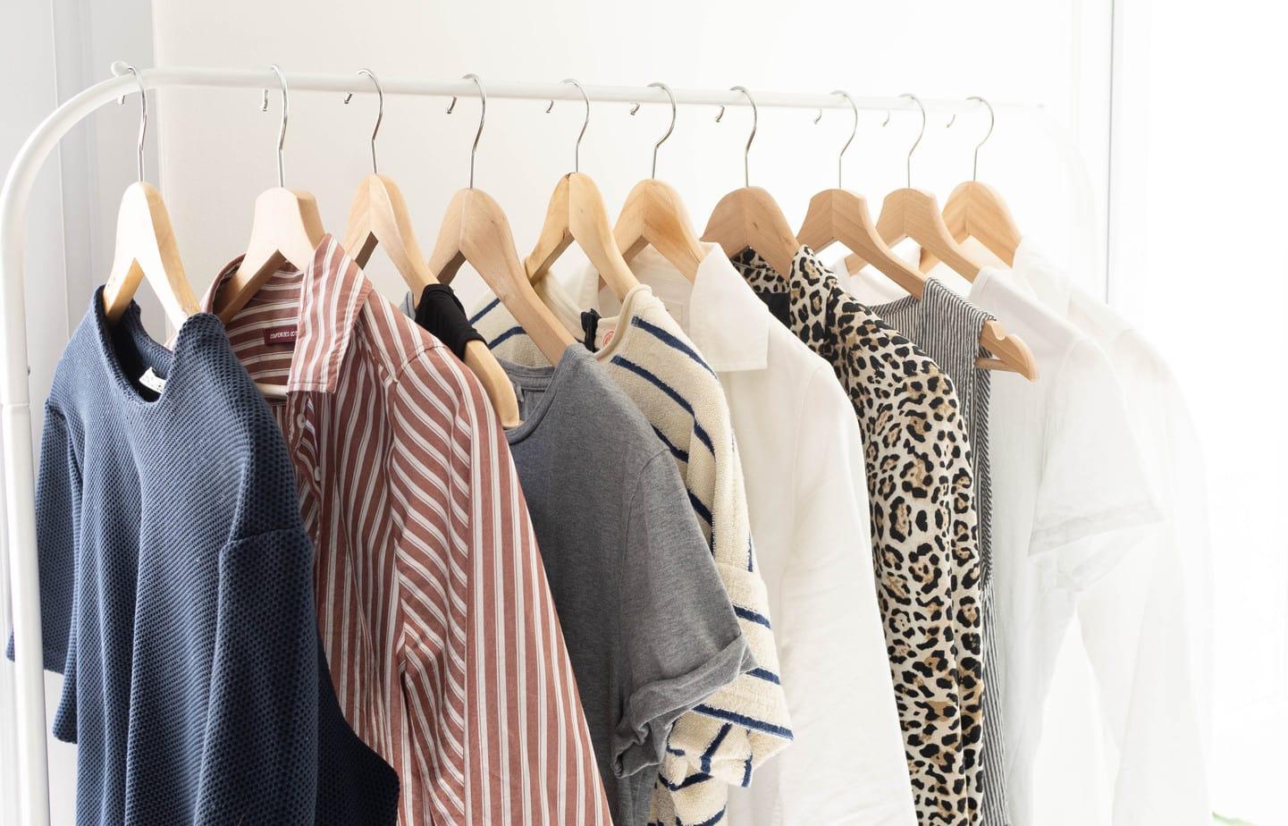 6 conseils pour acheter moins mais mieux le dressing id al. Black Bedroom Furniture Sets. Home Design Ideas