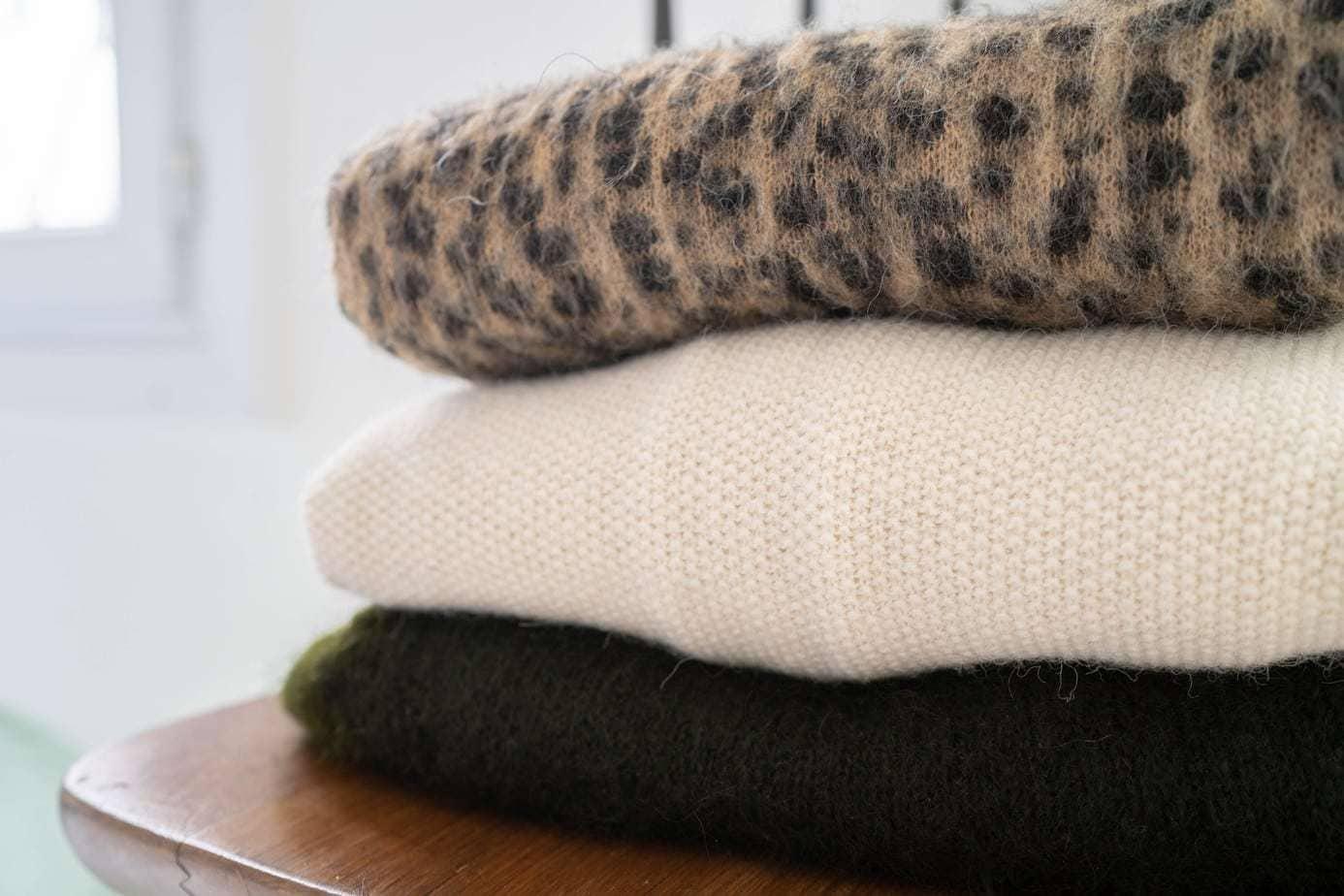 Comment Traiter Les Mites Dans Les Armoires comment laver et prendre soin de ses pulls en laine ou en