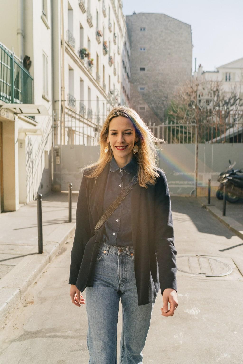 3805dfa4073 3 façons de porter la chemise en jean Maison Standards - Le Dressing ...